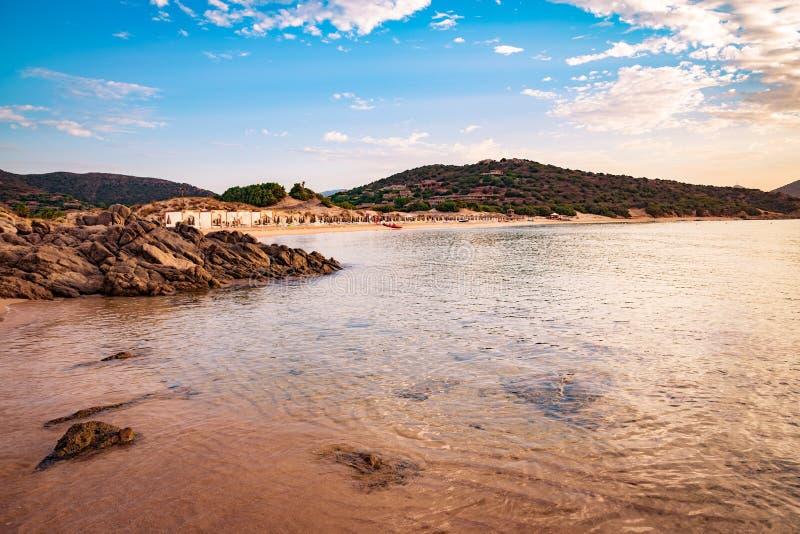 Il mare e le spiagge incontaminate di Chia, Sardegna, Italia fotografie stock libere da diritti