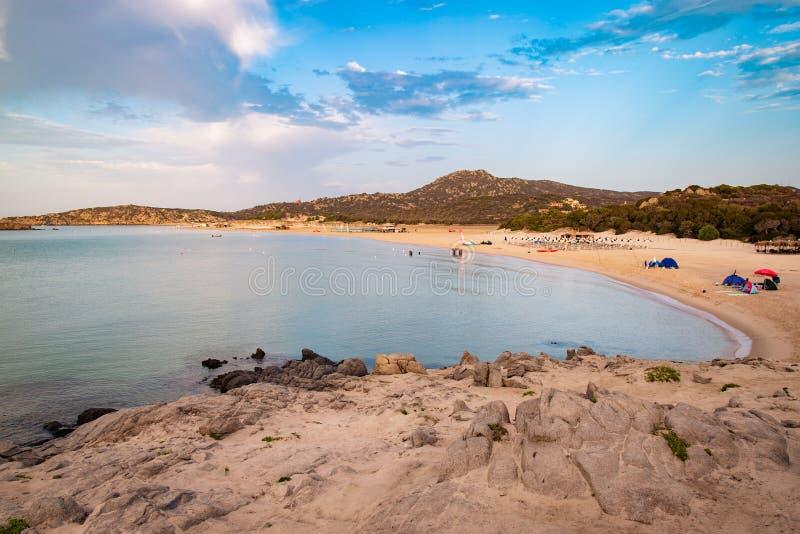 Il mare e le spiagge incontaminate di Chia, Sardegna, Italia fotografia stock libera da diritti