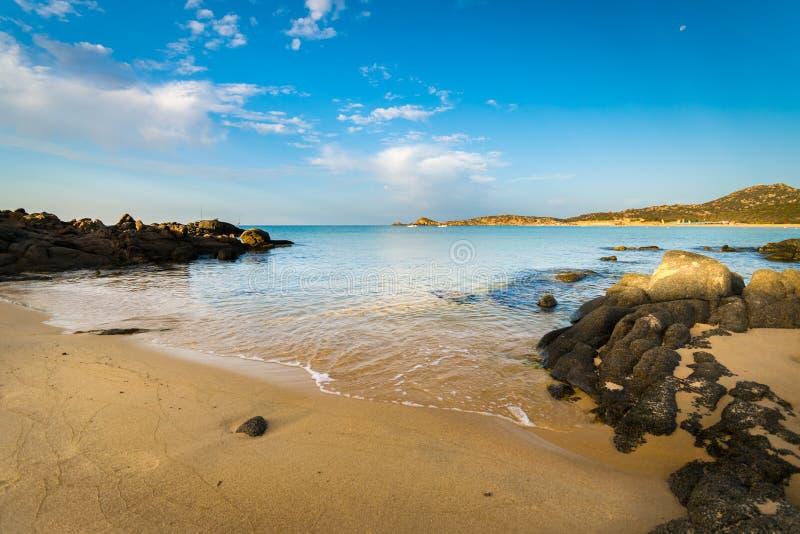 Il mare e le spiagge incontaminate di Chia, Sardegna, Italia fotografie stock