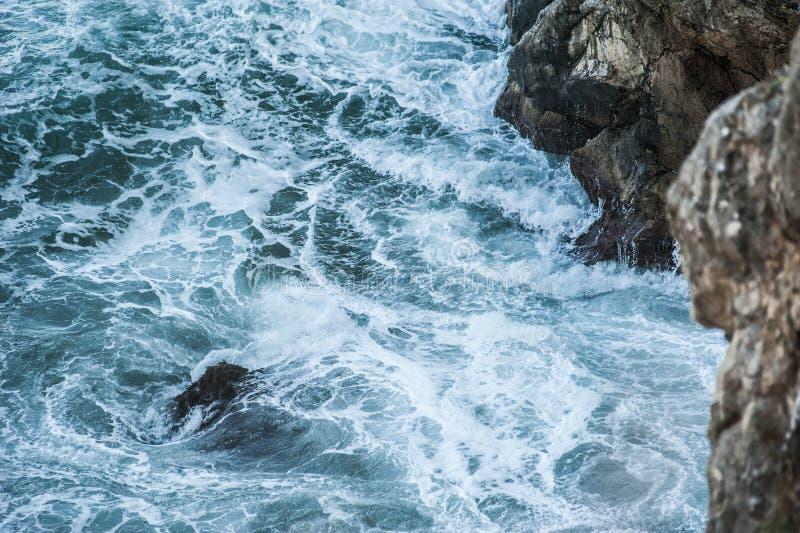 Il mare ondeggia durante la tempesta fotografia stock libera da diritti