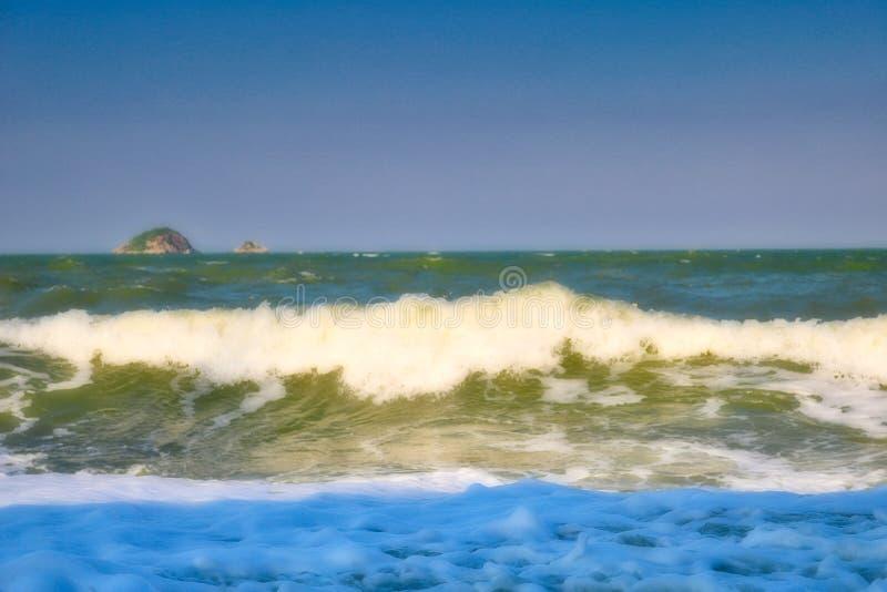 Il mare ondulato in Hua Hin Thailand fotografie stock libere da diritti