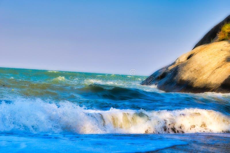 Il mare ondulato in Hua Hin Thailand immagine stock