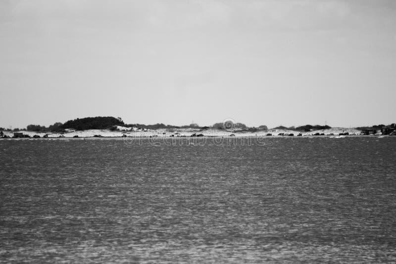Il mare P&B immagini stock