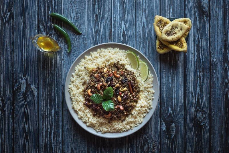 Il marocchino aromatizzato trita con cuscus Vista superiore fotografia stock libera da diritti