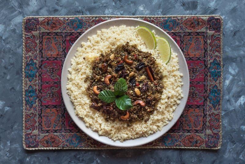 Il marocchino aromatizzato trita con cuscus Vista superiore immagine stock libera da diritti