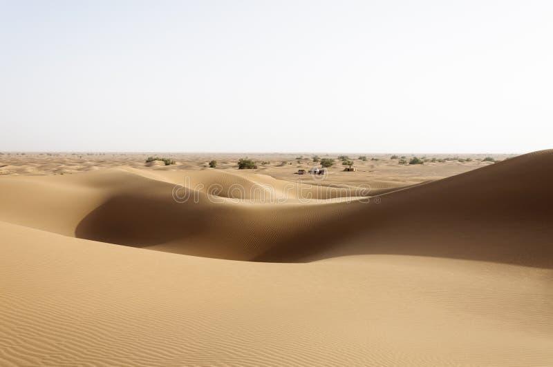 Il Marocco, dune di sabbia con le tende fotografie stock libere da diritti