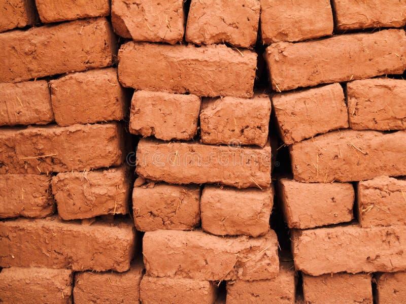 Il Marocco, mattoni della costruzione del fango di Adobe fotografie stock