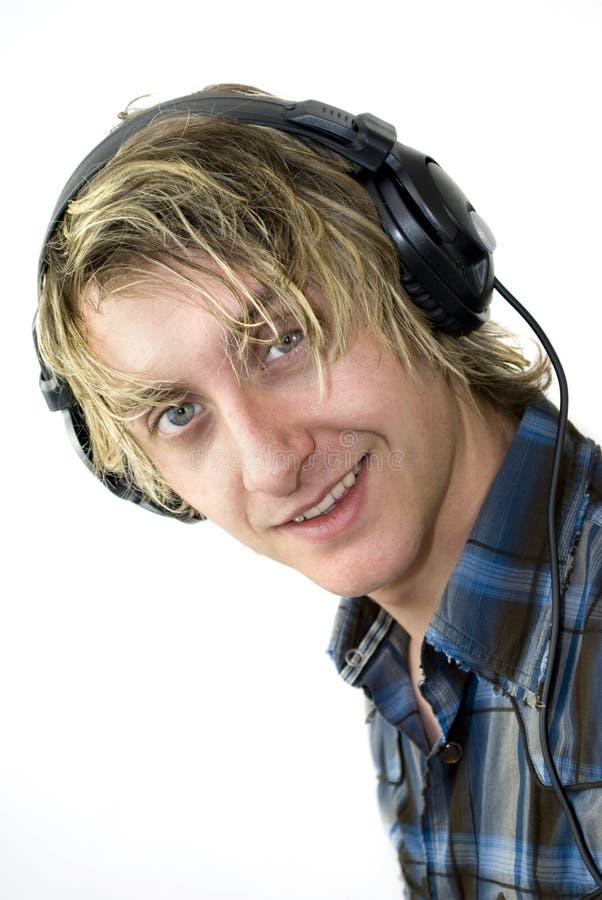 Il maschio ascolta musica felice fotografia stock libera da diritti
