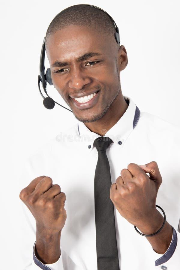 Il maschio professionale dell'agente della call center è frustrato immagini stock libere da diritti