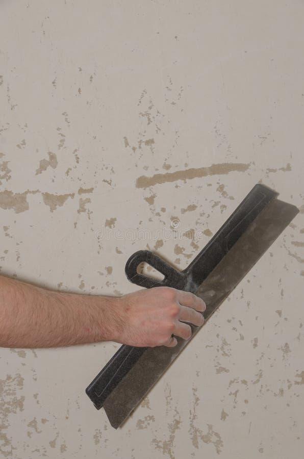 Il mastice funziona nell'appartamento, la riparazione immagini stock