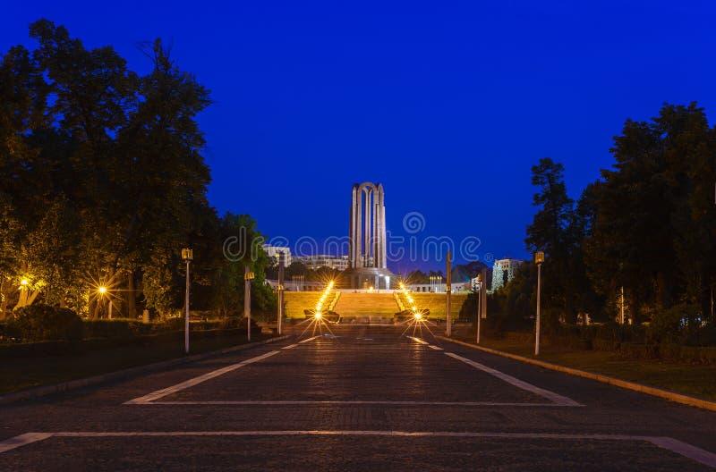 Il mausoleo degli eroi rumeni da Carol Park Bucharest immagini stock