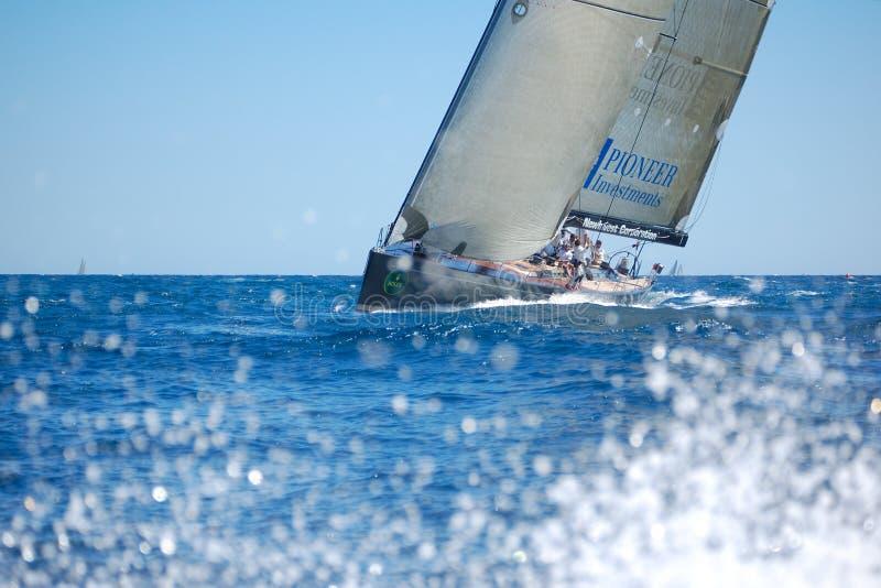 Il maxi yacht Rolex foggia a coppa immagine stock libera da diritti