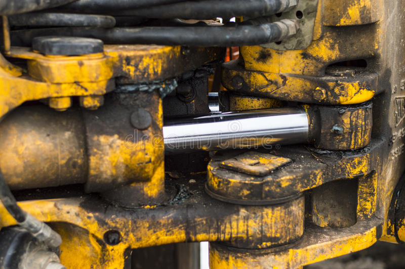 Il meccanismo idraulico del caricatore del trattore fotografia stock