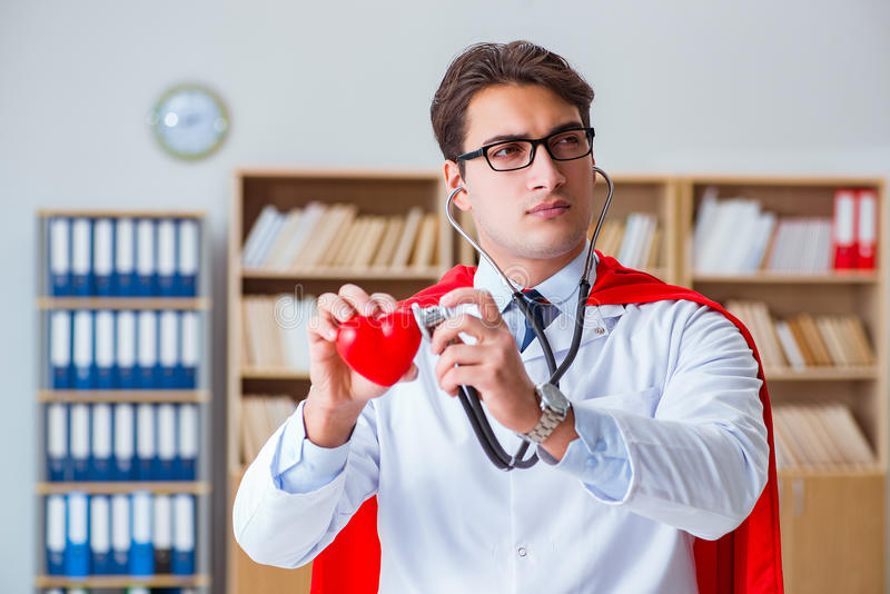 Il medico del supereroe che lavora nel laboratorio dell'ospedale immagini stock libere da diritti