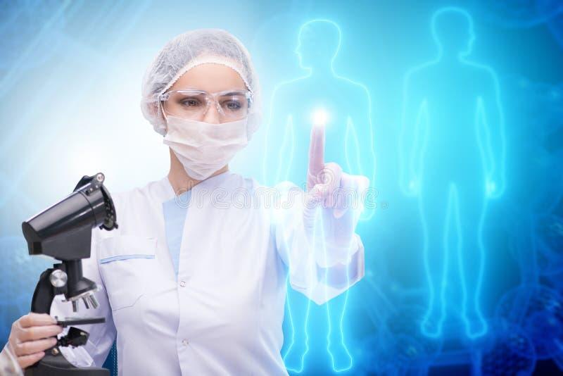 Download Il Medico Della Donna Nel Concetto Futuristico Di Telemedicina Immagine Stock - Immagine di salute, artificiale: 117976253
