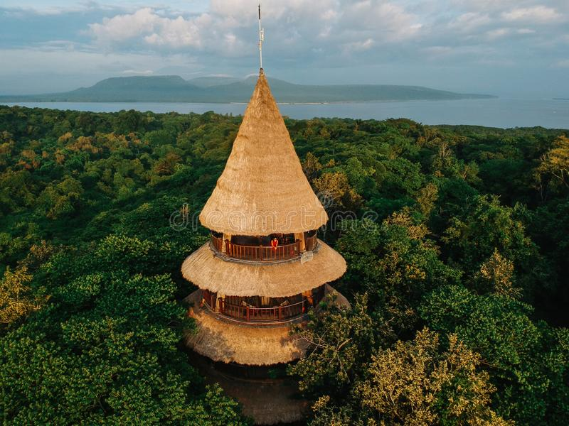 Il Menjangan, Bali visto da sopra con una macchina fotografica del fuco fotografia stock libera da diritti