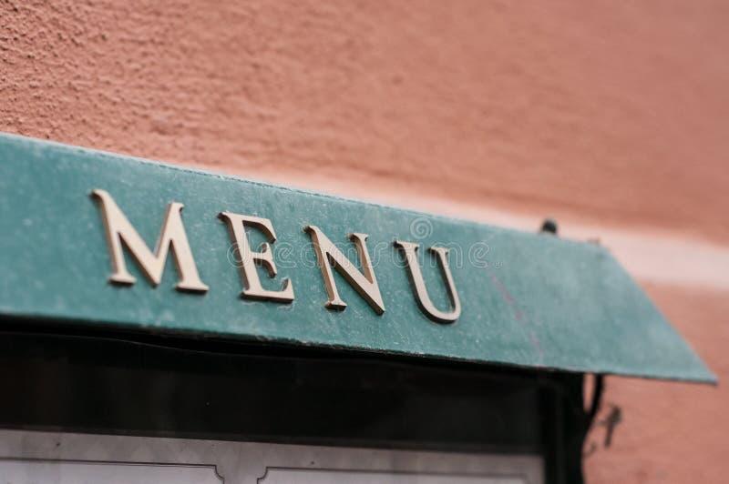 Il menu firma dentro l'annotazione del ristorante immagini stock