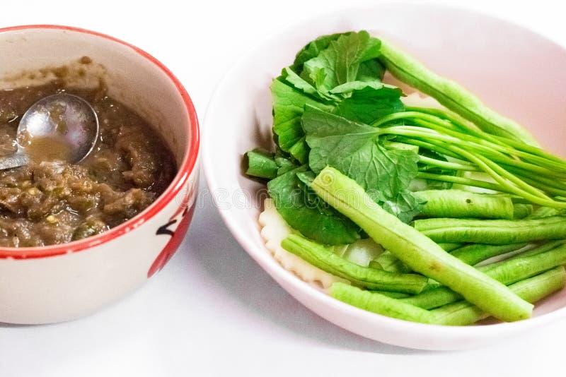 Il menu tailandese dell'alimento di costo-su è Fried Mackerel con la salsa della pasta del gamberetto immagini stock libere da diritti