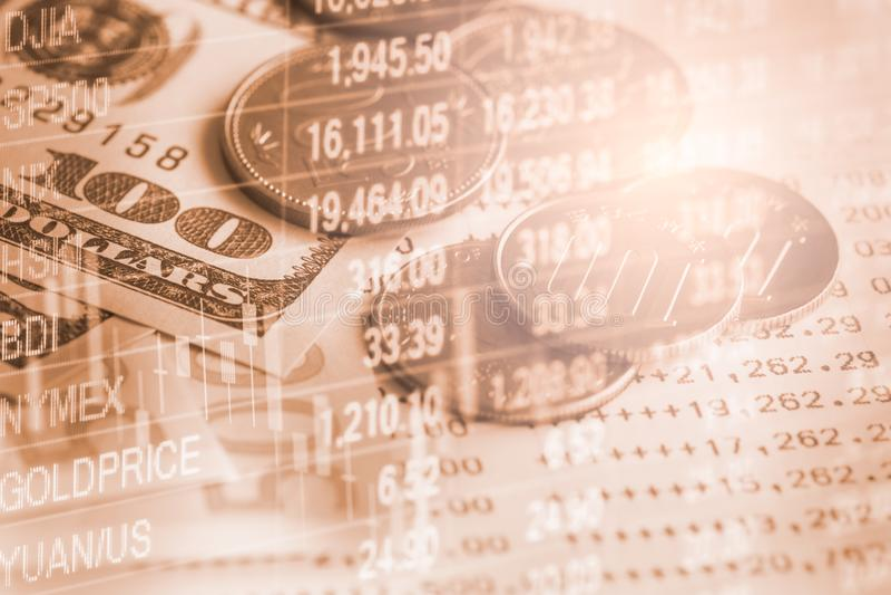 Il mercato azionario o il grafico ed il candeliere commerciali dei forex tracciano una carta del suitab immagine stock