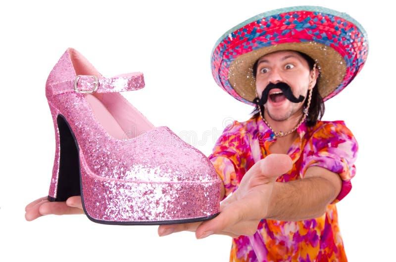 Il messicano divertente con la scarpa della donna su bianco fotografia stock