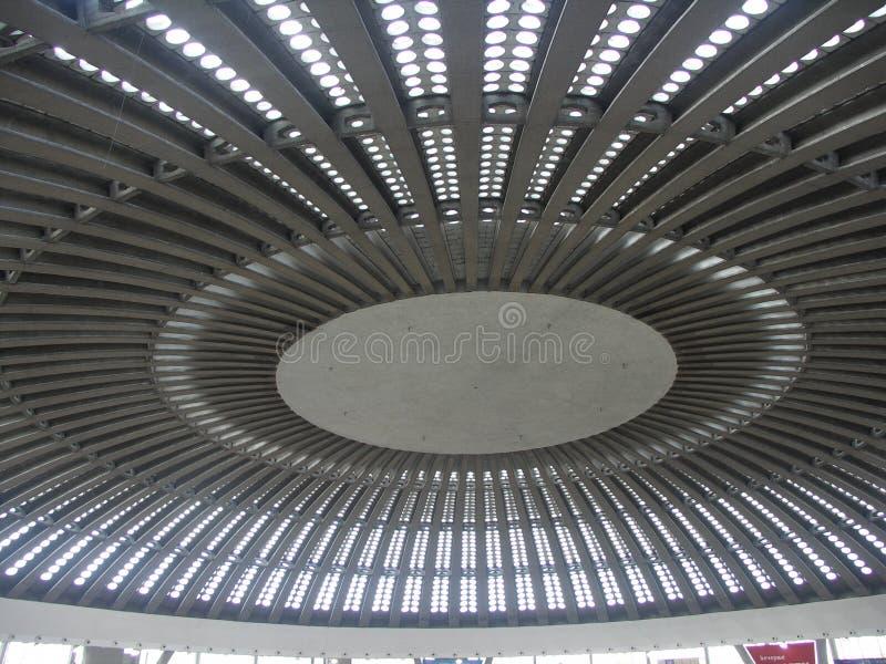 Il metallo ed il tetto di vetro del giro immagine stock libera da diritti