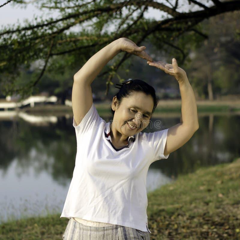 Donna invecchiata mezzo sano fotografia stock libera da diritti