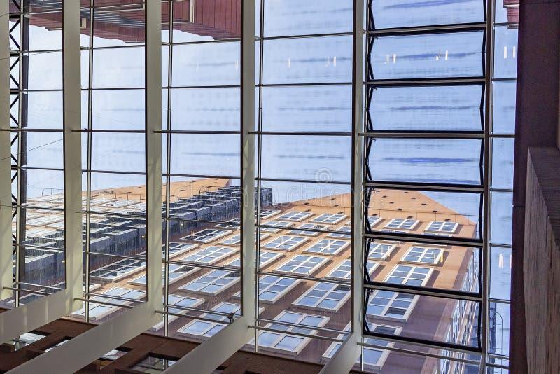 Il ministero della sanità, benessere e lo sport, veduti dal tetto del Ministero degli affari sociali e dell'occupazione a L'aia,  fotografie stock