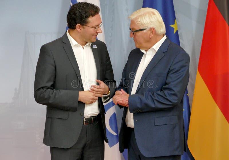 Il ministro degli affari esteri federale Dr Frank-Walter Steinmeier accoglie favorevolmente Daniel Mitov fotografia stock libera da diritti