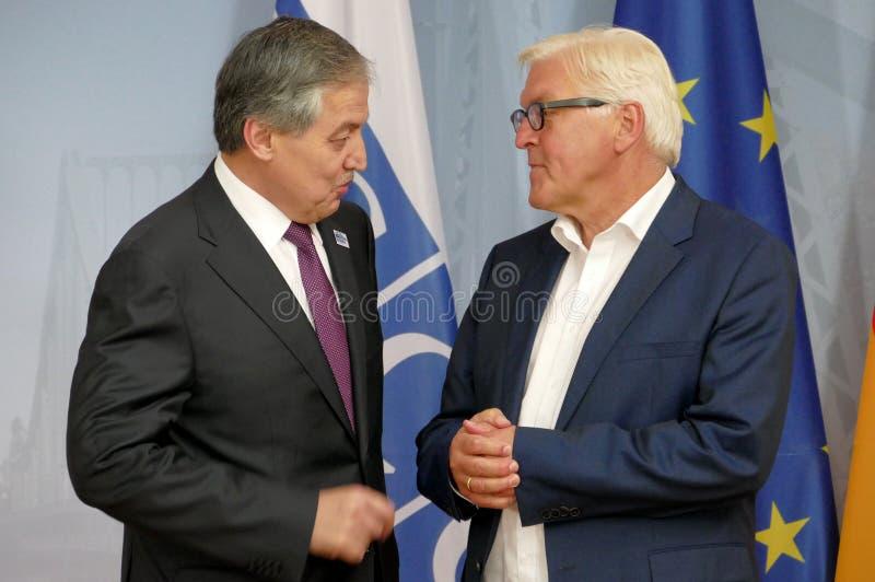 Il ministro degli affari esteri federale Dr Frank-Walter Steinmeier accoglie favorevolmente Sirodjidin Aslov fotografia stock