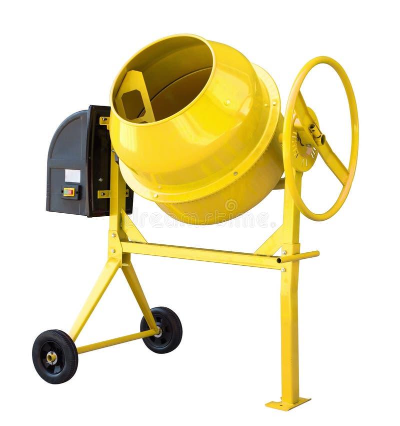 Il miscelatore di cemento giallo isolato su bianco con il percorso di ritaglio ha incluso immagini stock libere da diritti
