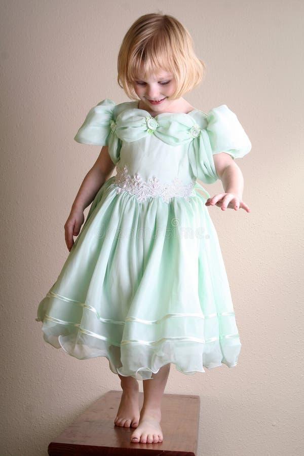 Il modello della bambina finge fotografia stock libera da diritti
