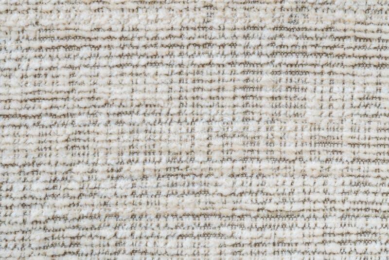 Il modello di superficie del tessuto del primo piano al vecchio sofà marrone del tessuto ha strutturato il fondo fotografia stock libera da diritti