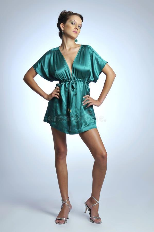 Il modello in vestito verde fotografia stock libera da diritti