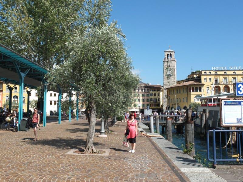 Il molo su Riva Del Garda Italy fotografia stock libera da diritti
