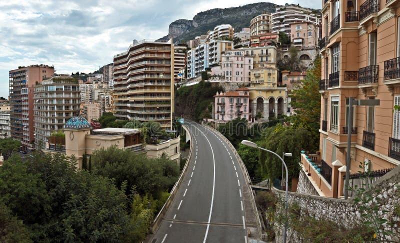 Il Monaco - passaggio fra le case e le scogliere fotografie stock libere da diritti