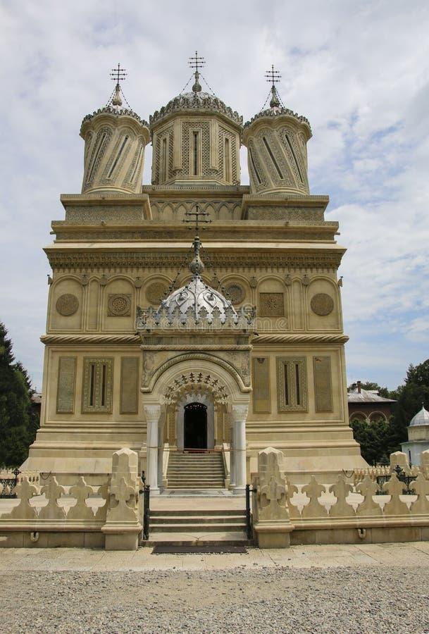 Il monastero di Curtea de Arges è conosciuto a causa della leggenda dell'arco fotografie stock libere da diritti