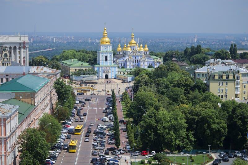 Il monastero Dorato-a cupola di St Michael Vista dal campanile del san Sophia Kiev, Ucraina immagine stock libera da diritti