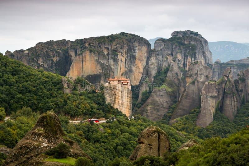 Il monastero santo di Rousanou al complesso del monast di Meteora fotografie stock