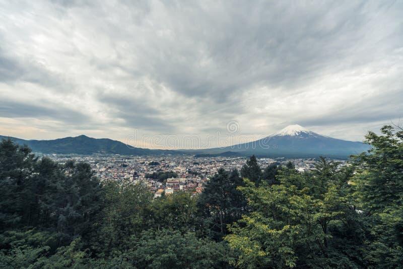 Il monte Fuji, anche chiamato Fujiyama o Fuji nessun Yama, pi? alta montagna nel Giappone Pensiamo spesso al monte Fuji come icon immagini stock