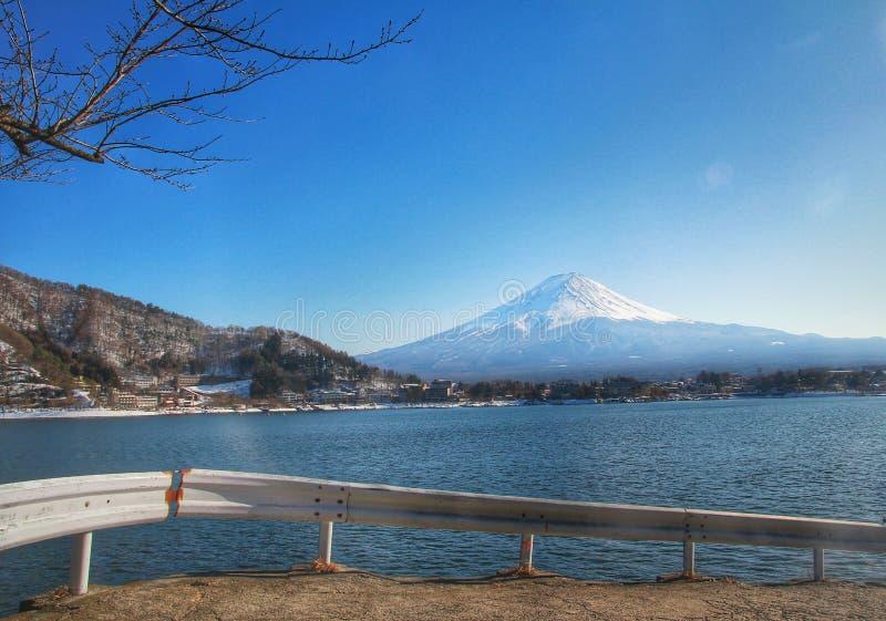 Il monte Fuji ed il lago di kawacuchiko, Giappone, Asia immagini stock libere da diritti