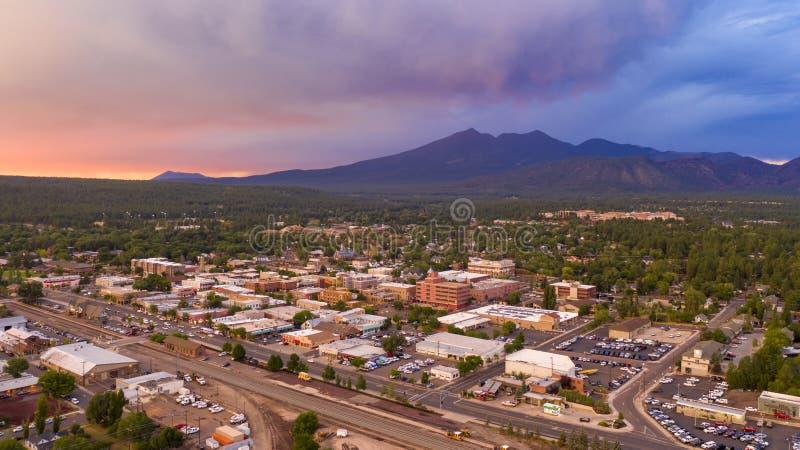 Il Monte Humphreys al tramonto sovrasta l'area attorno a Flagstaff Arizona fotografie stock