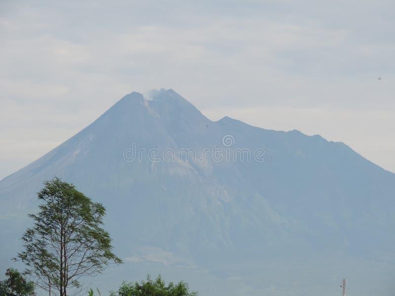 Il monte Merapi l'Indonesia 9 marzo 2016 immagine stock