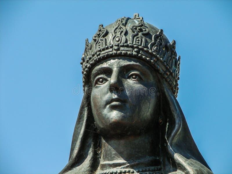 Il monument de tsarine Eudoxia Streshneva Tsarevich Alexei Mikhailovich, monastère de Meshchovsk St George dans la ville de Meshc photos stock