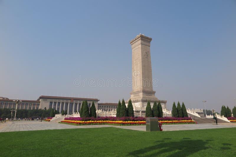 Il monumento agli eroi della gente in piazza Tiananmen a Pechino Cina immagini stock
