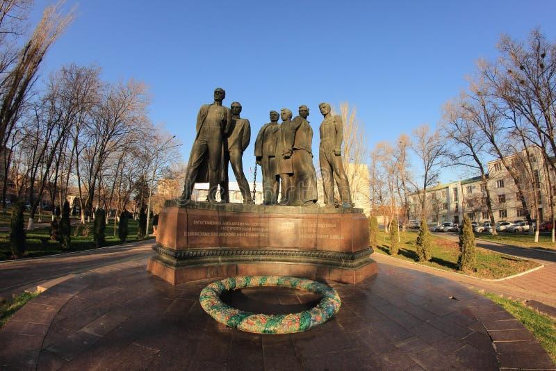 Il monumento ai combattenti di Dagestani per potere sovietico nella città di Machackala fotografia stock libera da diritti