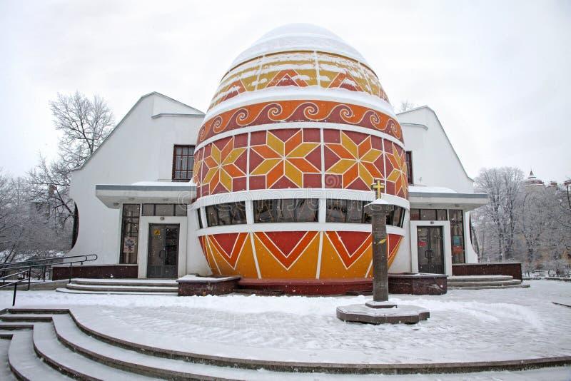 Il monumento dell'uovo di Pasqua In Kolomyia fotografie stock