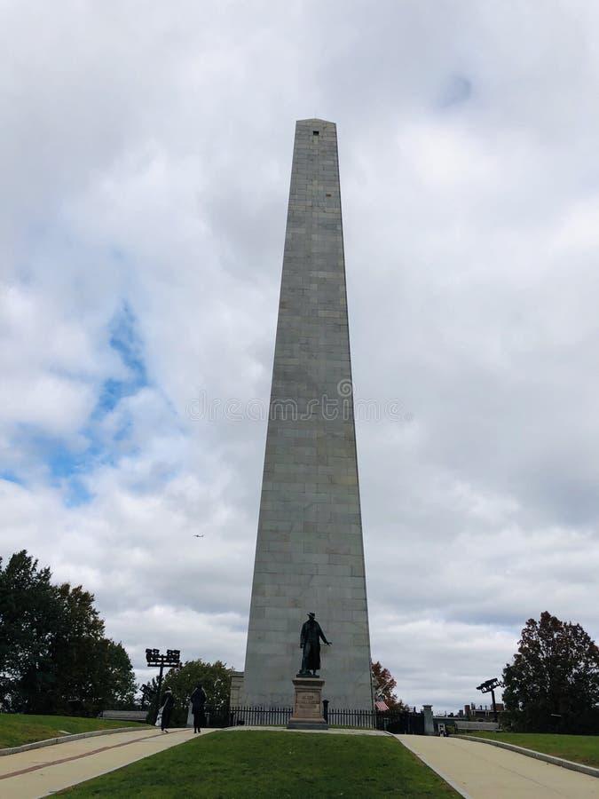 Il monumento della collina di bunker e la statua del passo William Prescott fotografia stock