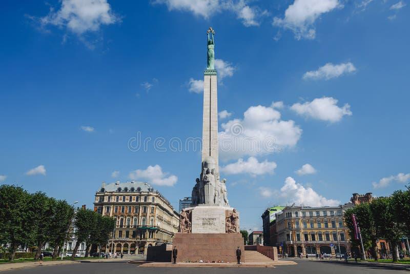 Il monumento di libertà a Riga, Latvia fotografie stock libere da diritti