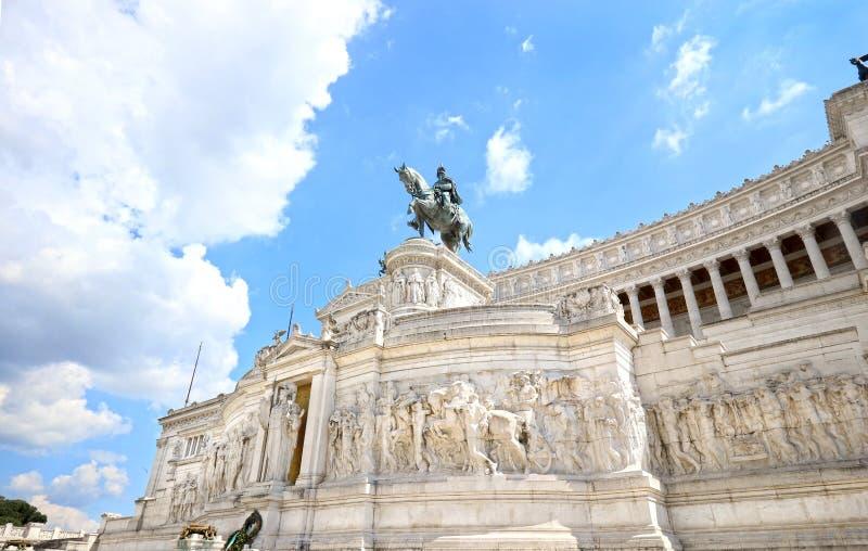 Il monumento di Vittorio Emanuele II è un punto di riferimento costruito in onore di Victor Emmanuel II, il primo re dell'Italia  immagine stock libera da diritti