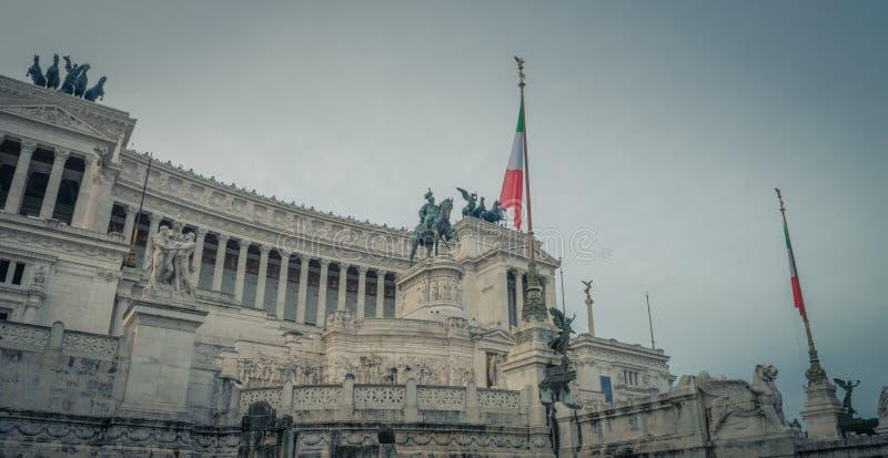 Il monumento nazionale a Victor Emmanuel II a Roma fotografia stock libera da diritti